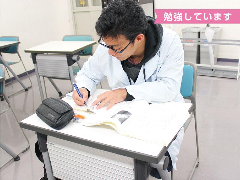 自習教室があるので、アルバイトのない日は学校で勉強。先生にも質問できる!