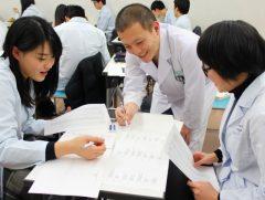 柔道整復師学科の学生たち。試験のポイントを再確認!