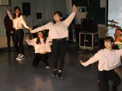 今人気のTwiceのダンスを披露★