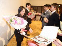 素敵な色紙に驚く、柔道整復師学科 岩本先生!
