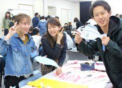 高知県出身の岩元君は、高知名物のカツオの小道具を作っていました!