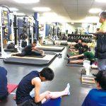 現地トレーナーの方からトレーニング・テーピングの研修を受けました。