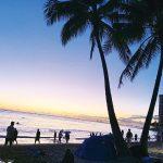 夕暮れのビーチ。絵になりますね!