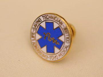 救急医療のシンボルマークをモチーフにした徽章