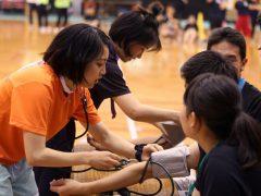 血圧計測。医療系の学校ならではですね!