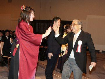 ハイタッチしてくれる学校長は世界広しといえども太田学校長のみでしょう!多分!