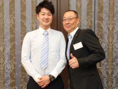 立派な卒業生と撮れて嬉しい、東洋のGTO!(奥元先生)