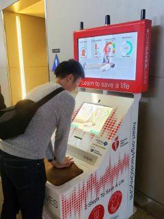 心臓マッサージを試せる機械を発見!日ごろの成果を計ります!