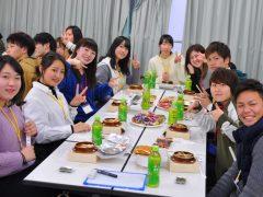 みんなで楽しく昼食♪