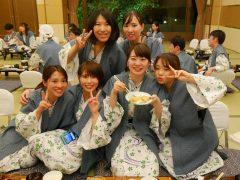 夜は宴会♪ご飯食べてカラオケ…最高です!
