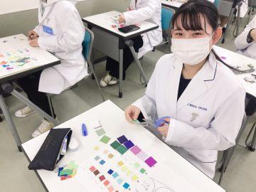 歯やエピテーゼを作るためには配色が重要なんです!